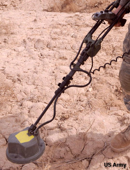 US Army AN PSS14 metal detector made by Cyterra and designed for mine clearance.