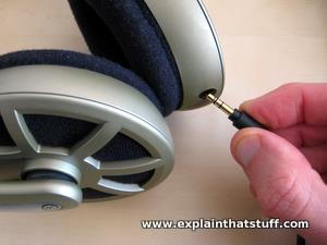 Detachable headphone cable