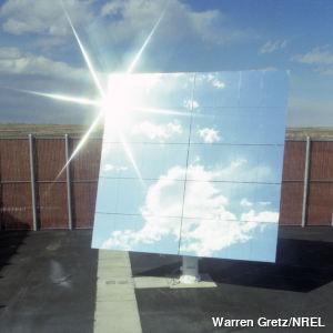 Collecting sunlight using a heliostat mirror. Photo by Warren Gretz/NREL