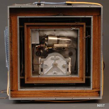 NIST 1941 Quartz Crystal Time Standard