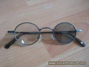 Photochromic eyeglasses with one lens darker than the other