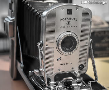 Polaroid Model 95 camera opened up and seen from front. Photo by Ralf Steinberger