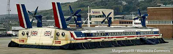 Beached SR.N4 hovercraft photographed in 1980 from the rear and to one side by Wikimedia user Murgatroyd49.CC BY-SA 4.0 licence.