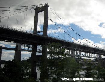 Tamar Road suspension bridge
