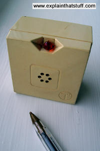 A plug-in telephone ringer with a piezoelectric beeper and visible LED.