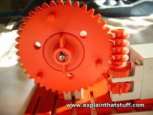 Worm gear made with an erector set